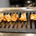 大阪焼肉・ホルモンふたご - 2015.11 赤センをロースターで焼いてくれます