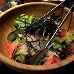 あっさり串焼 ○座 - ○座サラダ590円。       ゴマ風味だけど、よくあるゴマドレッシングじゃなく、オリジナルのドレッシング。すっごい美味しいサラダでした。