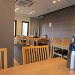 海鮮レストラン 遊 - お店はリニューアルによって新しくなって明るく清潔感のある店内になってます。