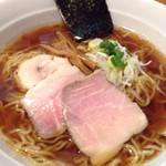 44064628 - 魚介スープの杉樽醤油ラーメン②
