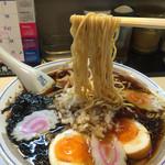 宮城 - 201510 スープは創業以来36年間継ぎ足し使い続けてるそうだが、素材のダシより醤油が前面に出てる昔ながらのタイプ。