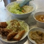 龍鳳苑 - 日替りランチ 台湾丼