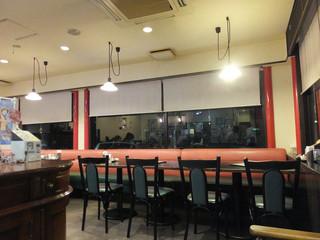 上海公司 - 1Fはテーブル席☆彡