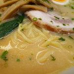 味よし - 冷やし味噌(辛味噌を溶かしたスープに麺)