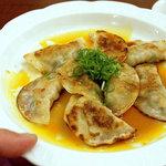 ラララ - 煎餃子、800円。