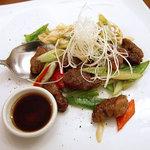 ラララ - 黒毛和牛黒胡椒炒め「黒胡椒牛肉」、2300円。