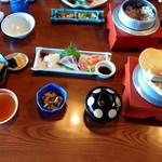 44071311 - 来島定食(釜飯は鯛)1900円 付き出し、刺身、天ぷら、釜飯、汁物、香の物