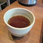 一保堂茶舗 喫茶室 嘉木 - 20151104 御抹茶の口直しの温かい麦茶