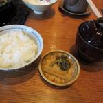 豚捨 - すき焼きの御飯・香の物・お味噌汁
