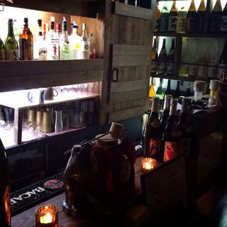 Barの様な店内は、少人数でのお食事にもぴったり
