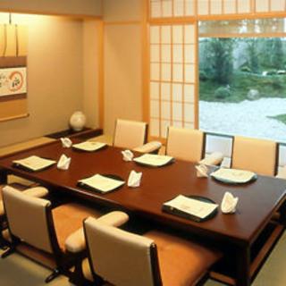 日本庭園の美しさを堪能できる優雅な和個室