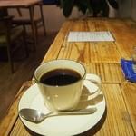 コーヒーアンドバインダリ ジジ -
