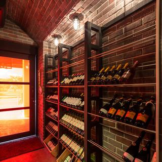 世界各国のワインが30種以上。料理とワインのマリアージ...