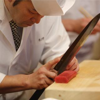 躍動感あふれる究極の食空間。匠の料理人の技を五感で味わう