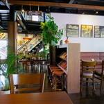 CARI cafe - 明るくハワイアンな雰囲気