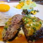 CARI cafe - 肉汁もなく普通のハンバーグ
