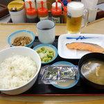 松屋 - 朝定食   焼鮭定食 450円(ライス大盛60円増) & 生ビール150円