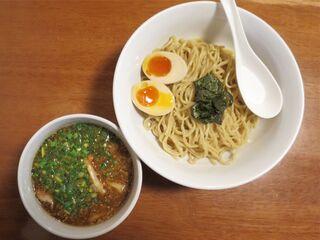 麺屋 菜々兵衛 - つけ麺+煮玉子のアップ