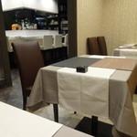 北新地 和伊屋 - カウンターとテーブル席