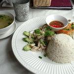 サムロータイレストラン&カフェ -