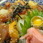 海鮮丼の駅前 - 海鮮ユッケ丼680円