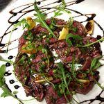 ビストロ  TOMO - 黒毛和牛イチボ肉の炙りカルパッチョ