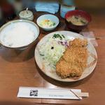 44091720 - ロースカツ定食 880円