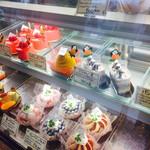 アマンド - 季節のケーキなど種類豊富
