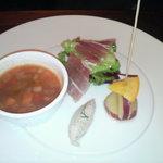 441243 - 前菜 生ハム(パルマ産)、金時芋オレンジ煮、蒸し鶏のケッパーソース