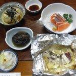 民宿 新小松屋 - 料理写真:1日目夕食①(じゃがいもチーズ焼き ヤシオマス刺身他)