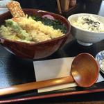 くすのき庵 - 料理写真:ちくわがはみ出るくらい大きいです!