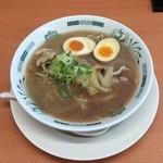 日高屋 - 肉そば590円、味玉につられ注文したが、生姜焼きを具にしていて、スープがかなり濃いし豚の臭みが移ってしまった。
