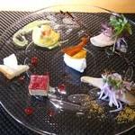 44117646 - アンティパスト。スモークサーモンとほうれん草のパイ包、大分産関鯖と焼き茄子のマリネ、水牛のリコッタチーズ他、計5品。