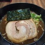 ひかり - 料理写真:濃厚ラーメン  780円(税込) 魚介つけ麺のスープが、そのままラーメンになった感じ。具は大きめのチャーシューとメンマと海苔1枚。あと1種類くらい具が欲しいけど、こんなもんですかね。
