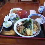 手打蕎麦 和の里 - 料理写真:別注の半カレーとメンチを含め、これ全部で980円です