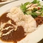 27 PARADISE CAFE - 本日のランチ☆  27ParadiceCafeのランチ☆  パラダイスカレー(チキン)大盛り☆  数十種類の野菜、スパイス、ハーブの織りなすスパイシーさと自然な甘みがクセになってます(๑╹∀╹๑)/