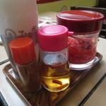 みの家 - 紅生姜とコーレーグースもあります♪