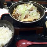 吉野家 - 牛すき鍋膳 630円。ネギまし+100円。