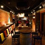 Spain Bar Sol - カウンター、テーブル、立ち飲みも。ご自由にお楽しみください。