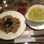 タイレストラン タニサラ - パッバミーキーマオ 税込780円 と カオトム 税込680円