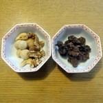 グルーヴィナッツ - ベーコンスモークドナッツ、カカオナッツ