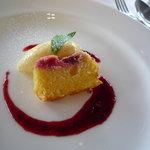 AUXAMIS 59 - ホワイトチョコレートのムース、ケークアマンド・赤い果実のソース♪