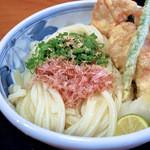 松山 力みなぎる完全無欠うどん 空太郎 - 美味しいうどんと鶏天でした。