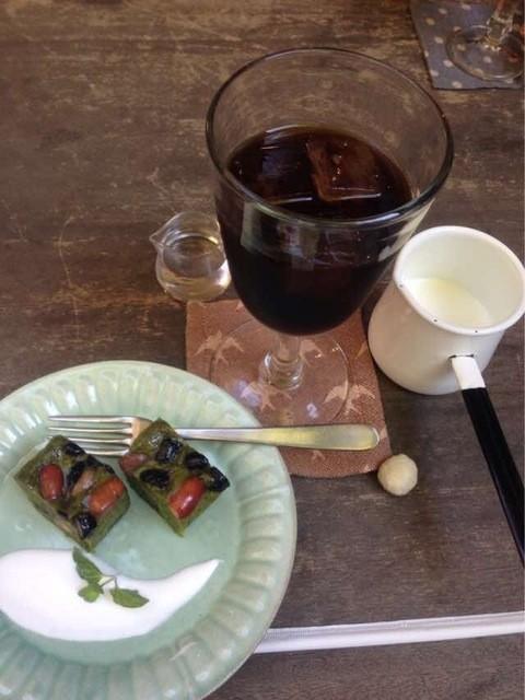 キラキラカフェ とねりこ - 自家製ケーキとコーヒーのセット