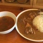 エイケイコーナー - マッサマンカレーに今日はトムヤムクンスープ付きの大サービスデー\(^o^)/       これで、680円はたまりませんね〜
