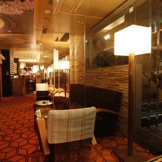 まるでホテルのエントランスのような和芸術的な美空間