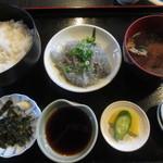 かどや食堂 - 生しらす丼 1100円(2015.11)