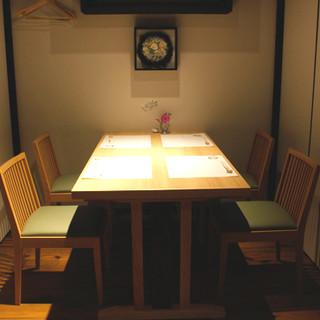 完全個室のテーブル席は特別なプライベート空間