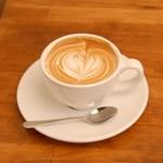 カフェ キュアー - 濃厚なチョコのような甘みと苦味に、ミルクの甘さがマッチしたカフェラテです。