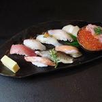 魚心亭 - 「レディースにぎり1,500円」ランチは小鉢、汁物が付きます。